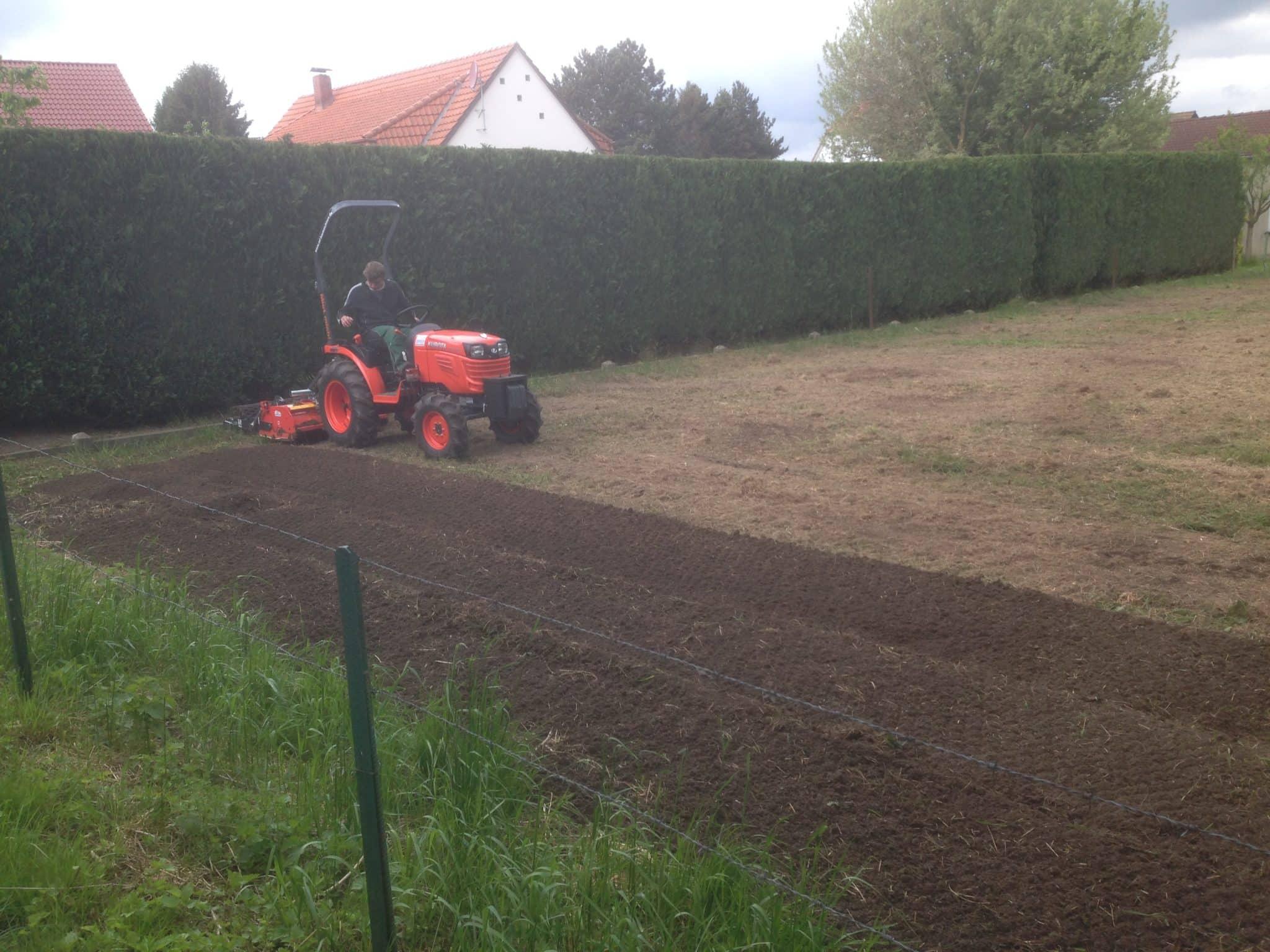 Rasenerneuerung mit Umkehrfräse Bad Oeynhausen