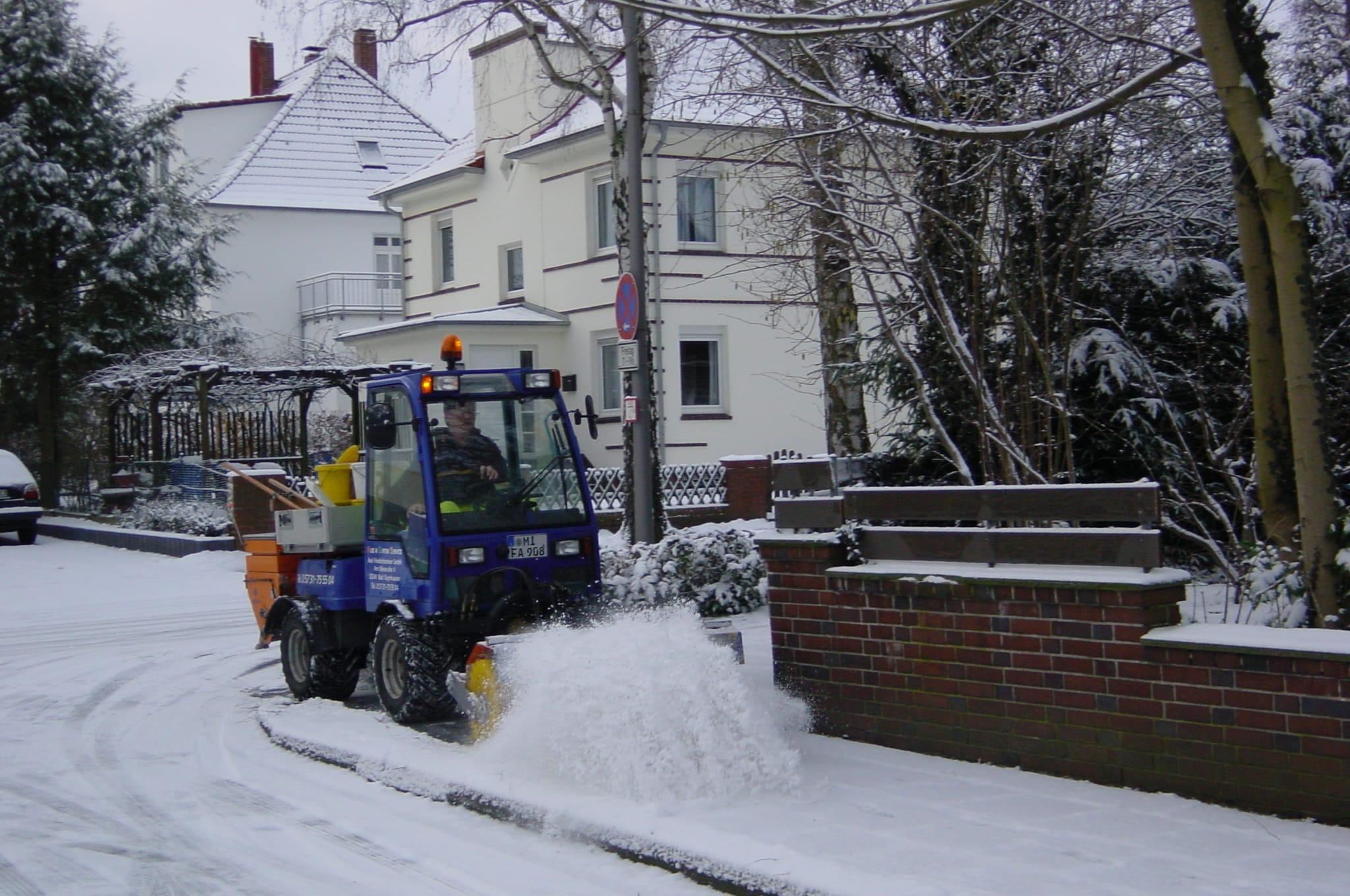 Winterdienst auf Gehwegen Bad Oeynhausen