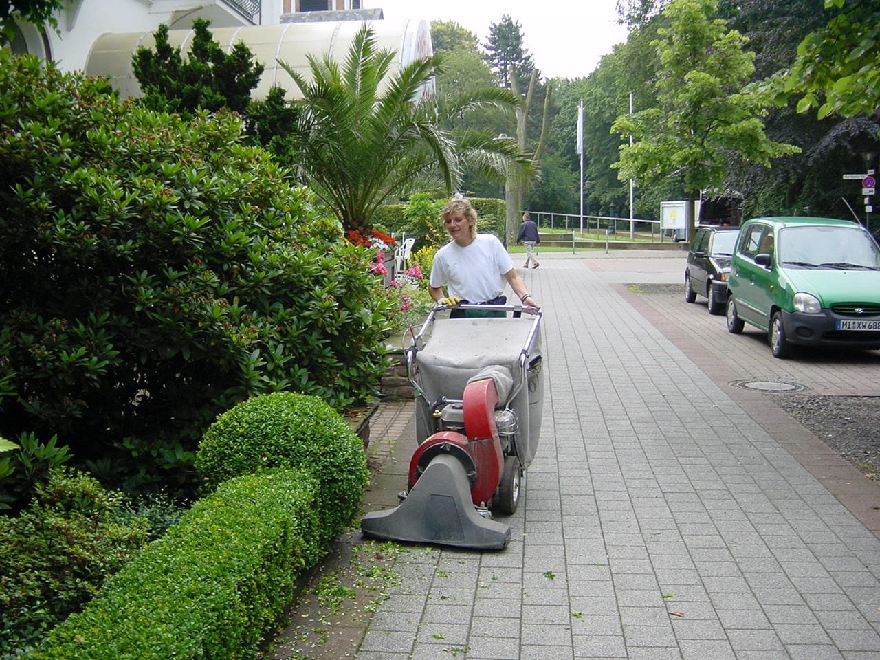 Laub saugen Haus & Garten Service Bad Oeynhausen