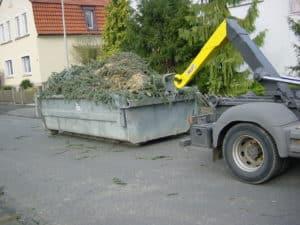 Muldendienst für Baumreste nach Sturm in Bad Oeynhausen